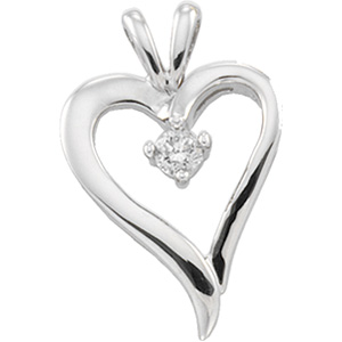 1/10 CT TW Diamond Heart Pendant