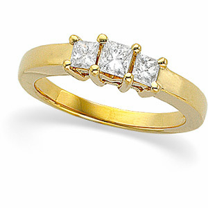 9/10 CT TW 14kt Gold Three Stone Ring