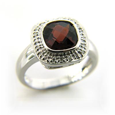 2.8 CT Garnet Ring with Diamonds - 14kt White Gold