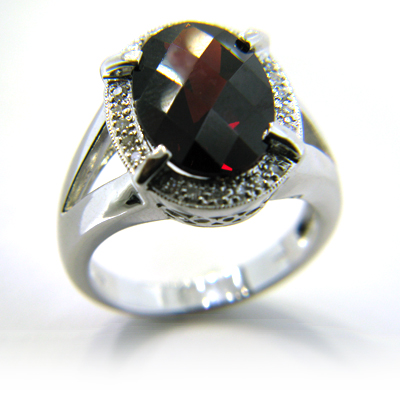 6.64 CT Garnet Ring with Diamonds - 14kt White Gold