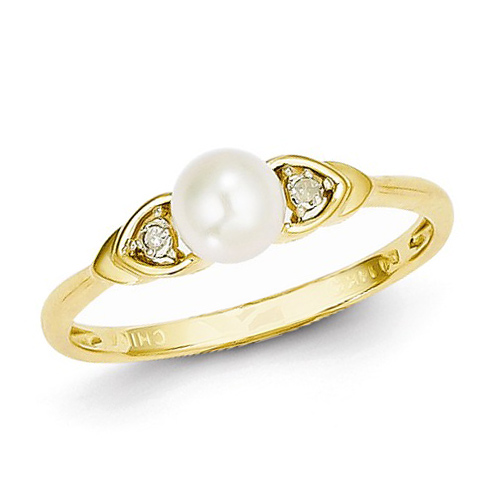 14kt Yellow Gold 5mm Freshwater Pearl Ring with Diamond Accents