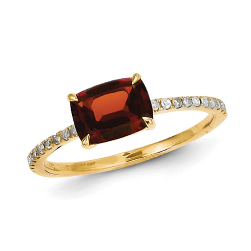 14kt Yellow Gold 1.4 ct Garnet Ring with Diamonds