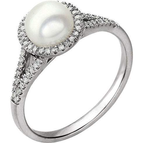 14kt White Gold Freshwater Cultured Pearl Ring with 1/6 ct Diamonds