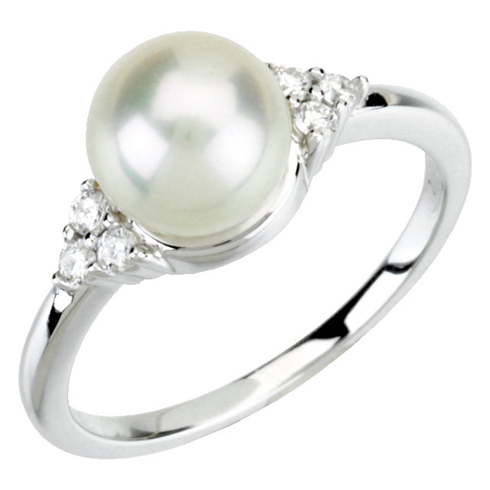 14kt White Gold 7mm Freshwater Cultured Pearl & 1/8 ct Diamond Ring